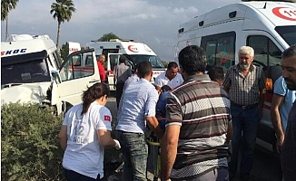 Minibüs ile Otomobil Çarpıştı: 5 Yaralı