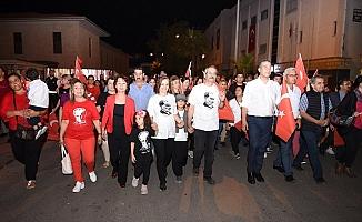Tarsus'ta Binlerce Vatandaş Cumhuriyet İçin Yürüdü