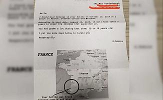 Şişenin İçine Mektup Yazıp Denize Bıraktı 9 Yıl Sonra Cevabını Aldı