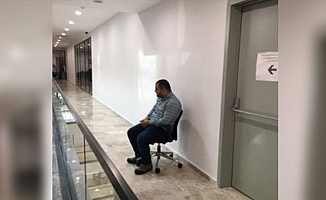 Ayağa Kalkmayan Personele 'Tuvalet Önünde Oturma' Cezası