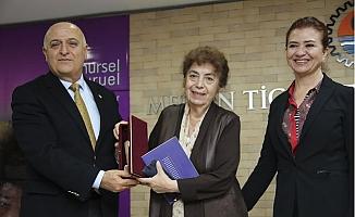 Mersin Kenti Edebiyat Ödülü Yazar Nursel Duruel'in