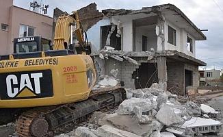 Silifke'de Metruk Binalar Yıkılıyor