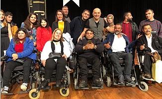 Yavuz Seçkin, Mersin Ortopedik Engelliler Derneğinin Gecesinde Sahne Aldı