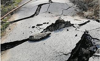 Büyükşehir Ekipleri, Heyelanda Zarar Gören Yolu Trafiğe Açtı