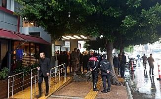 Mersin'de İntiharı Önlemek İsteyen Polis Bıçaklandı