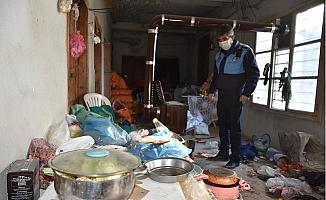 Tarsus'ta Çöp Ev, Belediye Ekipleri Tarafından Temizlendi