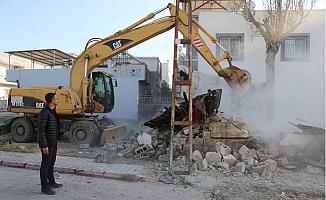 Toroslar'da Tehlike Arz Eden Metruk Bina Yıkıldı