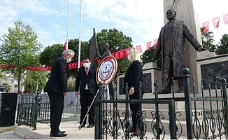Anamur'da 23 Nisan Anmasında Atatürk Anıtı'na Çelenk Bırakıldı