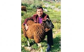 Koyununu satıp kampanyaya bağışladı