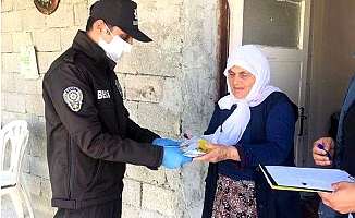 Mersin'de 1000'er Lira İhtiyaç Sahiplerine Evlerinde Dağıtılıyor