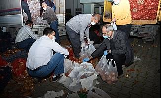 Tarsus Belediyesi'nden Her Gün 3 Mahalleye Gıda, Sebze, Maske Ve Dezenfektan Yardımı