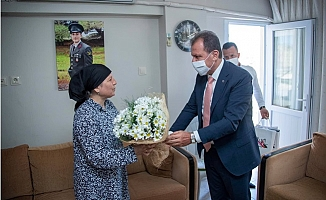 Başkan Seçer, Bayramın İlk Gününde Şehit Ailelerini Yalnız Bırakmadı.