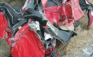Mersin'de Feci Kaza...Kontrolden Çıkan TIR, Köprüden Yük Trenin Üstüne Düştü