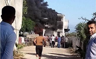 Mersin'de Depo Yangını; 1 Ton Naylon Kül Oldu