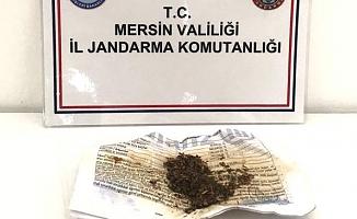 Mersin'de Sultan Çayı Kenarında, Araç İçinde Uyuşturucu Kullanırken Yakalandılar