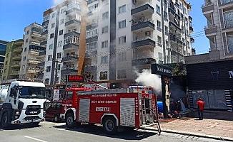 Mezitli'de Markette Çıkan Yangın korkuttu