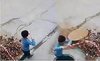 Tarsus'da 5 Yaşındaki Çocuk ,Uçurtma Uçururken Çukura Düştü