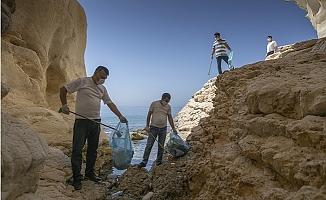 Akyar ve Lamas Çayında Farkındalık Yaratmak İçin Çöp Toplandı