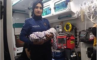 Mersin'de 10 Günlük Erkek Bebeği Cami Avlusuna Bıraktılar