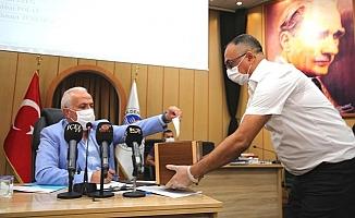 Akdeniz Belediye Meclisinde Pembe Tablo Sona Erdi.