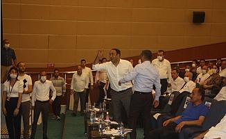 Başkan Seçer'den MHP'li Başkan Yılmaz'a Tepki: Efendi Ol, Lütfen Meclisi Terk Et