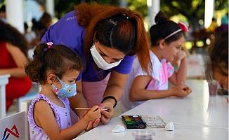 Mersin Büyükşehir'den Çocuklara Taş Boyama Atölyesi