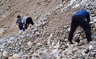 Mersin'de heyelanda mahsur kalan 11 kişi kurtarıldı