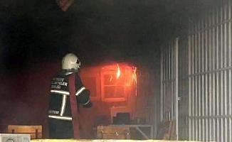 Tarsus'ta Elektrik Malzemeleri Satan İş Yerinde Yangın