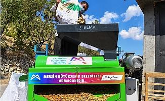 Büyükşehir'den Üreticiye Badem Soyma Makinası Desteği