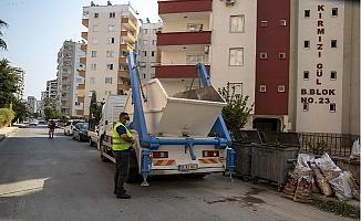 Büyükşehir, Hidrolift Aracı İle İnşaat ve Yıkıntı Atıklarını Topluyor.