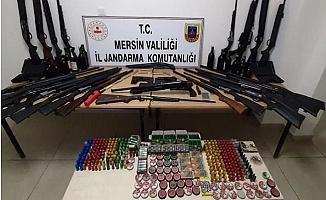 Mersin'de Takibe Alınan Araçtan 'Cephanelik' Çıktı