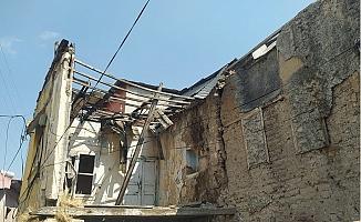 Tarsus'da Eski Binalar Tehlike Saçıyor