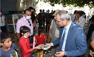 Başkan Bozdoğan Tarsus'da Miras Dağıtıyor