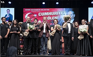 Cumhuriyet Coşkusu Mersin'i Sardı