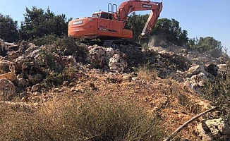 Mersin'de İş Makineli Kaçak kazıya Suçüstü: 3 Gözaltı