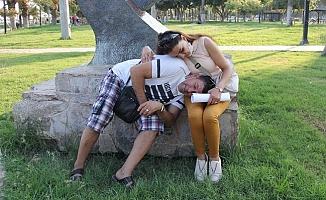 Mersin'de Parkta Uyuya Kalıp Soyulan Çiftin Hırsızlarını Emniyet Yakaladı.