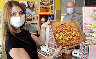 Mersin'de Ürettikleri Kilitli Pizza Kutusunu 70 İl ve 5 Ülkeye Gönderiyorlar