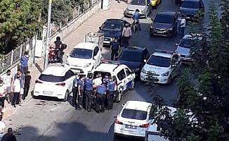 Terörden Aranan Şüpheli, Polisin 'Dur' İhtarından Kaçan Otomobilden Çıktı