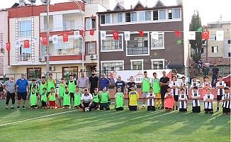 Toroslar'da Cumhuriyet Kupası Minikler Futbol Tunuvası