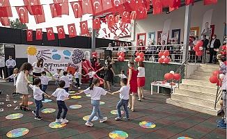 Türkiye'de Hal İçerisinde Açılan İlk Kreşte Cumhuriyet Bayramı Coşkusu