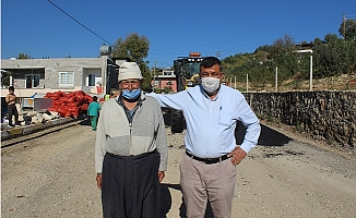 Yolu Asfaltlanan Hasan Amca'dan Büyükşehir'e Türkülü Teşekkür