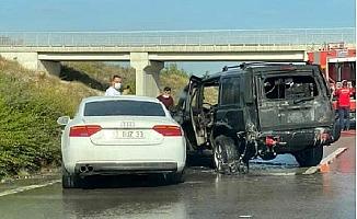 Otoyolda Alev Alan Cipe, Otomobil Çarptı: 2 Yaralı