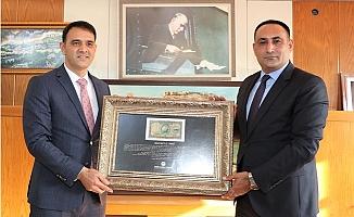 Başkan Yılmaz 'Bozkurtlu Paranın' Orijinalini Silifke Belediyesine Takdim Etti.