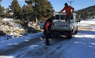 Büyükşehir, Karla Mücadele Çalışmasını Aralıksız Sürdürüyor