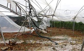 Erdemli 'de Fırtına ve Hortum Seraları Vurdu Geçti.