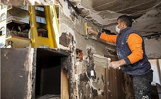 Mersin'de Yangında Zarar Gören ailenin Evinde Onarım Çalışmaları Sürüyor