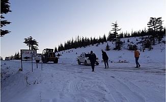 Erdemli'de Karda 6 Araçla Yolda Mahsur Kalan 12 Kişi Kurtarıldı