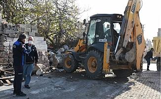 Tarsus'ta Çöp Evden 15 Kamyon Evsel Atık ve Hurda Çıktı