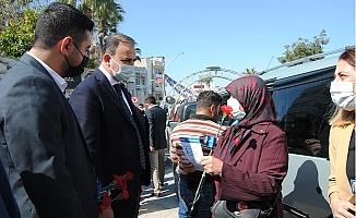 DEVA 8 Martı Karanfil Dağıtarak Kutladı