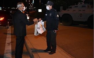 Başkan Bozdoğan'dan Görevi Başındaki Polislere Sürpriz Ziyaret